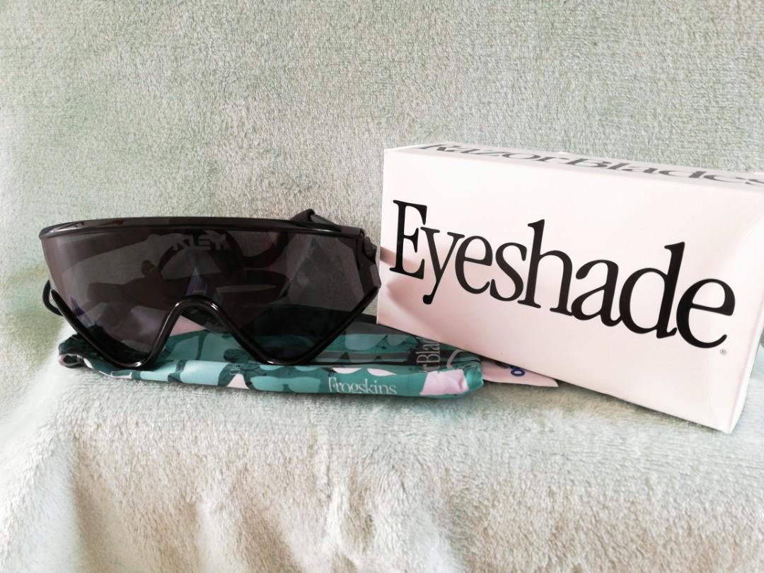 8e9f961c2731f Oakley Eye shade Black frame grey lens