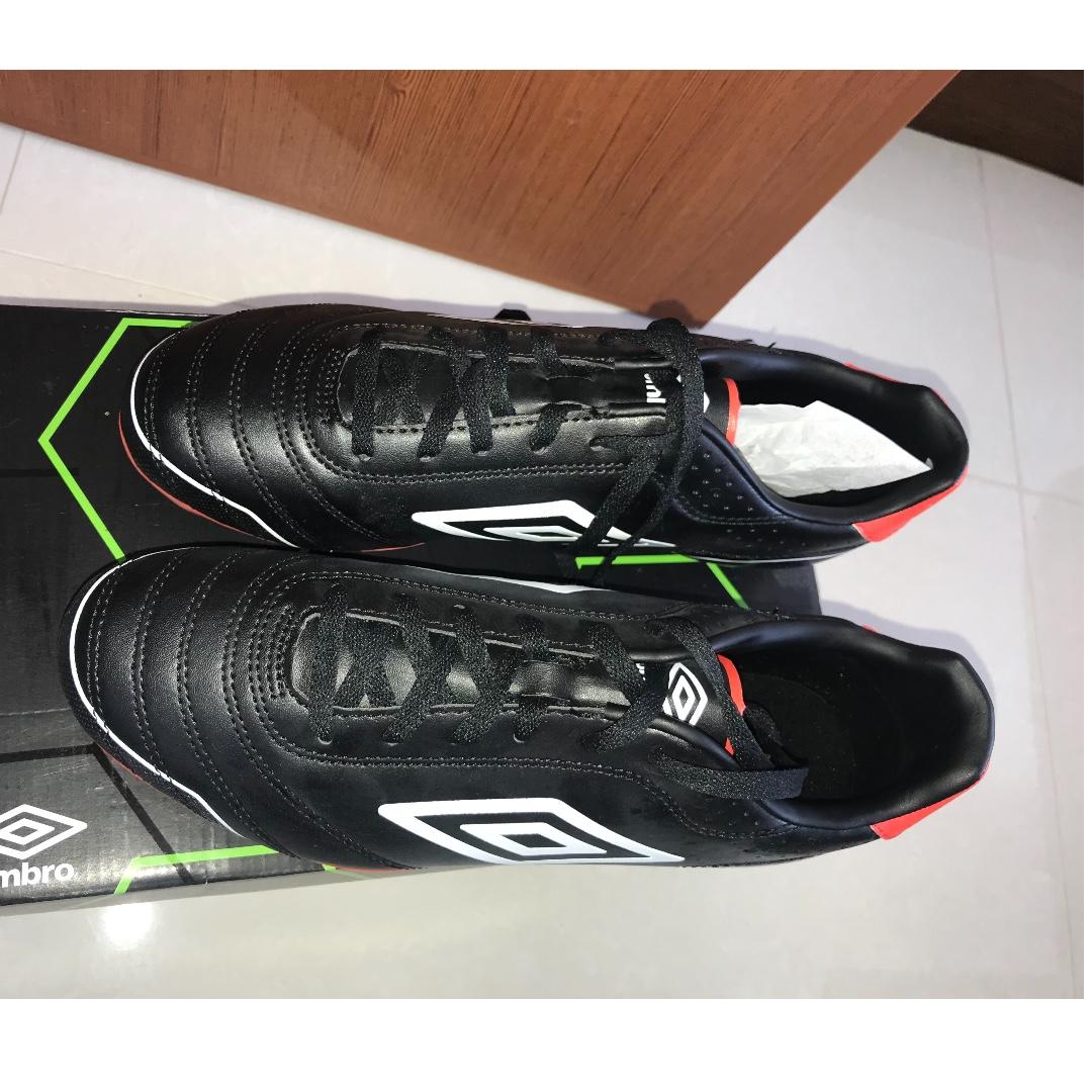Umbro Classico Football Boots, Sports, Sports