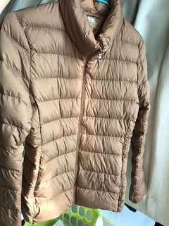 Uniqlo light weight down jacket. S size.