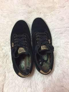 Authentic Vans mens atwood low top sneakers