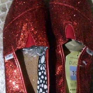TOMS RED GLITTERD SHOES (ONHAND)