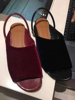 DiCari sepatu ini