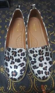 Romani leopard shoes