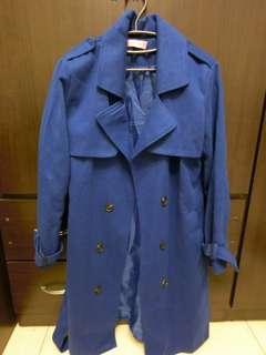 🚚 深藍大衣