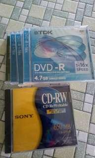 4 pieces of DVD r and  1 piece cd rw.