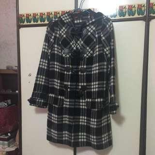 🚚 牛角扣格紋大衣外套