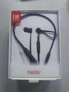 Beats wireleas in-ear headphones black