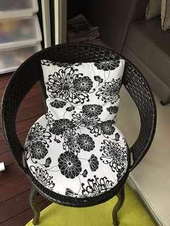 Sales ! Cosy balcony chair n table
