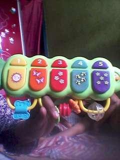 Mainan musik bayi