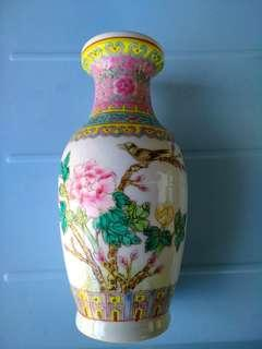 景德鎮手繪古董花瓶,完美無缺,我覺得是50年代產品,需自行鑒證。
