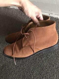 Jack London suede boots