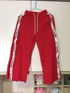 紅色運動褲