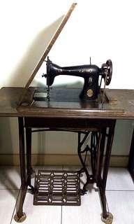 阿嬤級 // 古早踩踏縫紉機 // 日本BROTHER SEWING MACHINE CO MACH TRADE MARK
