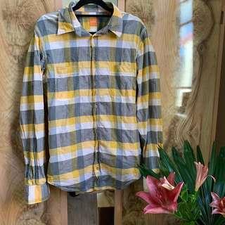 Hugo Boss SZ m buttondown, light 100% cotton