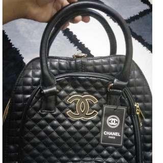 Diamond Lip Lap Bag