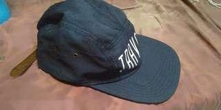 CAPS/TOPI TRAVOLT