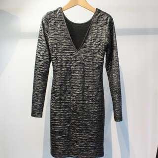 🚚 V領金屬色連身短裙-僅限小七超取付款