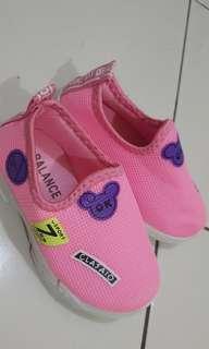 Sepatu anak size 25