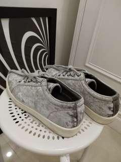 Sneaker Light Grey Suede by Zalora NO BOX