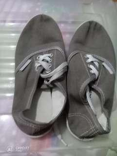 Rubber shoes size 35