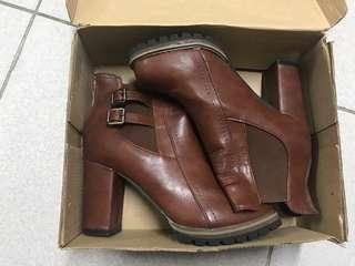 🚚 側釦環造型側鬆緊粗跟裸靴-棕色