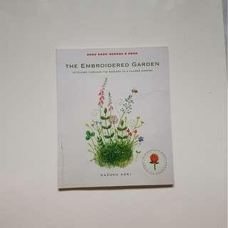 THE EMBROIDERED GARDEN:  STITCHING THROUGH THE SEASONS OF A FLOWER GARDEN (JAPANESE  CRAFT STYLE)