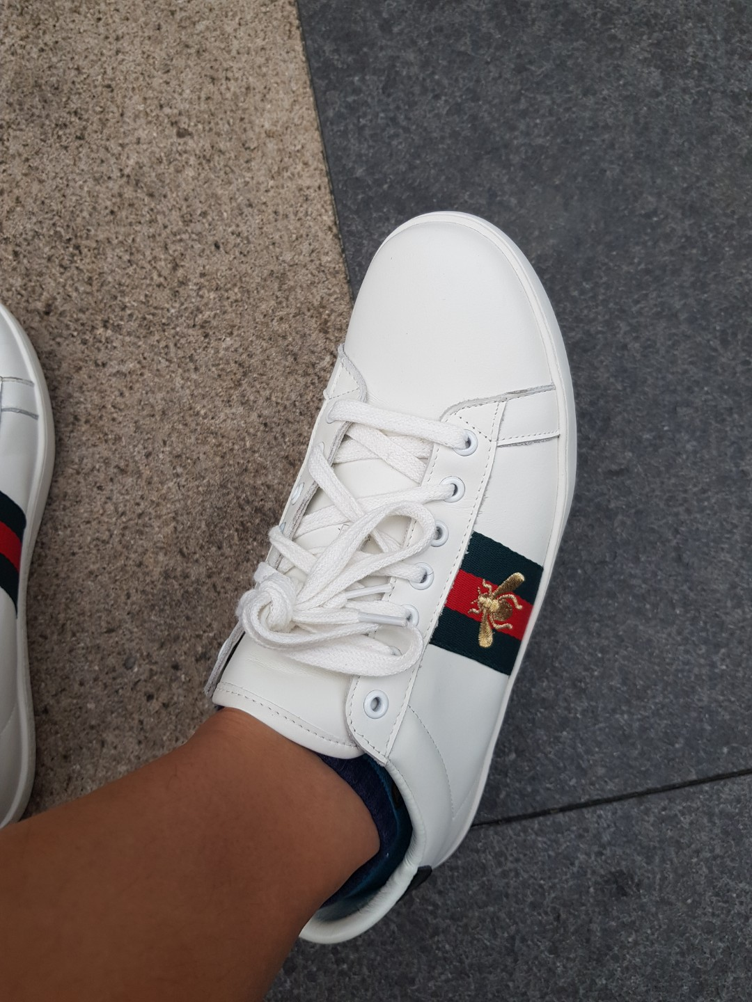0cf65326ebd Gucci Bee sneakers