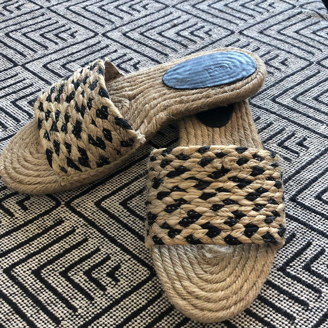 Seed sandals