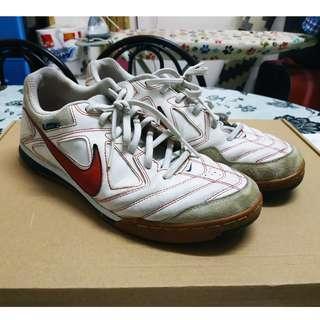 Kasut Futsal Nike 5 Gato LTR White/Red 8UK 9US