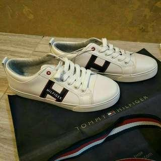Tommy Hilfiger Sneakers size 8.5 womens