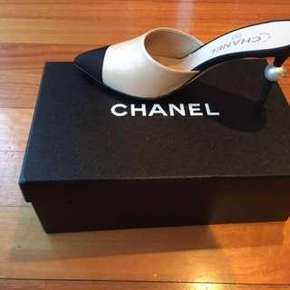 XMAS SALE - Excellent condition 2016 Chanel Beige Leather Mule Shoes withBig Pearl Heels, Size 38.5