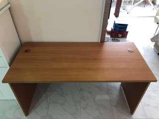 Study Table (150 x 70cm)