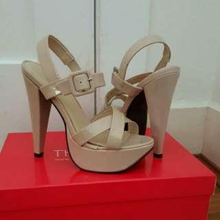 BRAND NEW Nude Therapy Heels Size 6