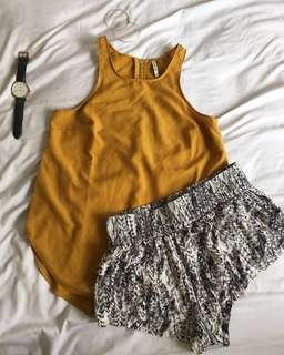 F21 pattern short pants + Stradivarius mustard top