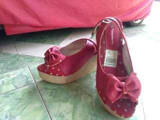 Wedges merah maroon