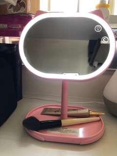 最後1個!!限量全新魔法貓化妝鏡連座枱燈 Cat shape mirror with magic light