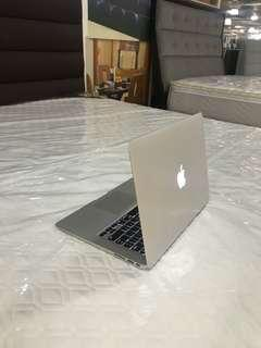 Macbook Air core i5 13inch 2017 model 8gb ram 128gb ssd slightly use good for autocad photoshop rendering video editing etc.