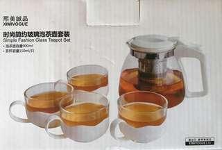 Teapot with cups