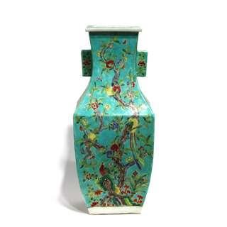綠釉地粉彩花鳥壽桃紋雙貫耳瓶
