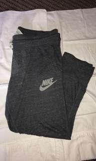 3/4 Nike trackpants