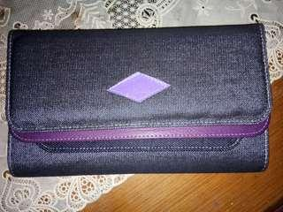 Dompet bahan jins ada tali panjangnya