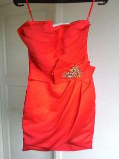 Gaun malam / Dress