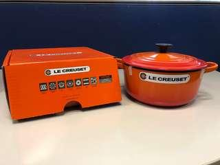 Le Creuset round french oven 20cm flame