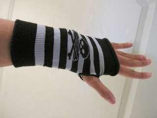 🚚 HT骷髏頭黑灰條紋露指短手套