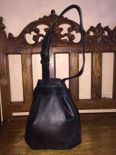 Louis Vuitton Sac D'epaule Depaule Black Epi Bucket Shoulder Bag. Get one of the hottest styles of the season!