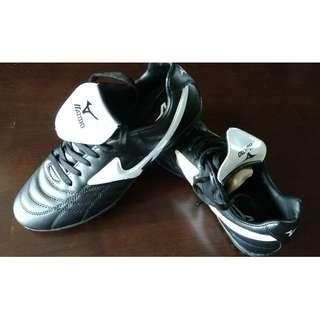 e9206db4e Futsal Turf boots BNIB Black White