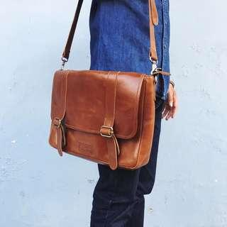 tas kulit ( postman bag)