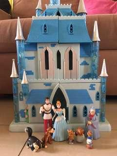 Cinderella Castle only! Battery operated