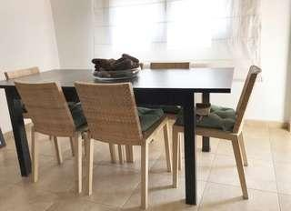 Expandable wooden dining table