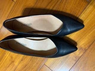 🚚 9成新ALLBLACK 經典款黑色尖頭低跟鞋